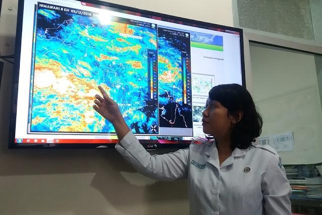 Waspada!!! Hujan Lebat Disertai Petir dan Angin Kencang di Bulan Desember
