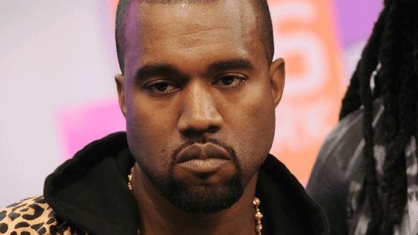 Kanye West responde a las críticas por desfile de su línea de ropa.