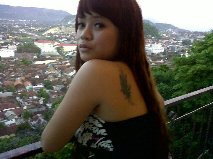 Foto Sexy Montok Cewek: Cewek Manis Bertato Dengan Payudara Montok