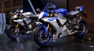 Yamaha R1(depan) dan R1M (belakang) di BIMS 2015