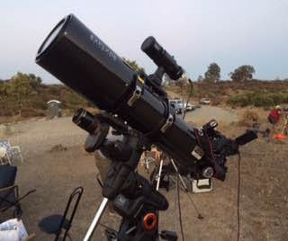 Attaching auto aligning camera and tracking camera to telescope mount