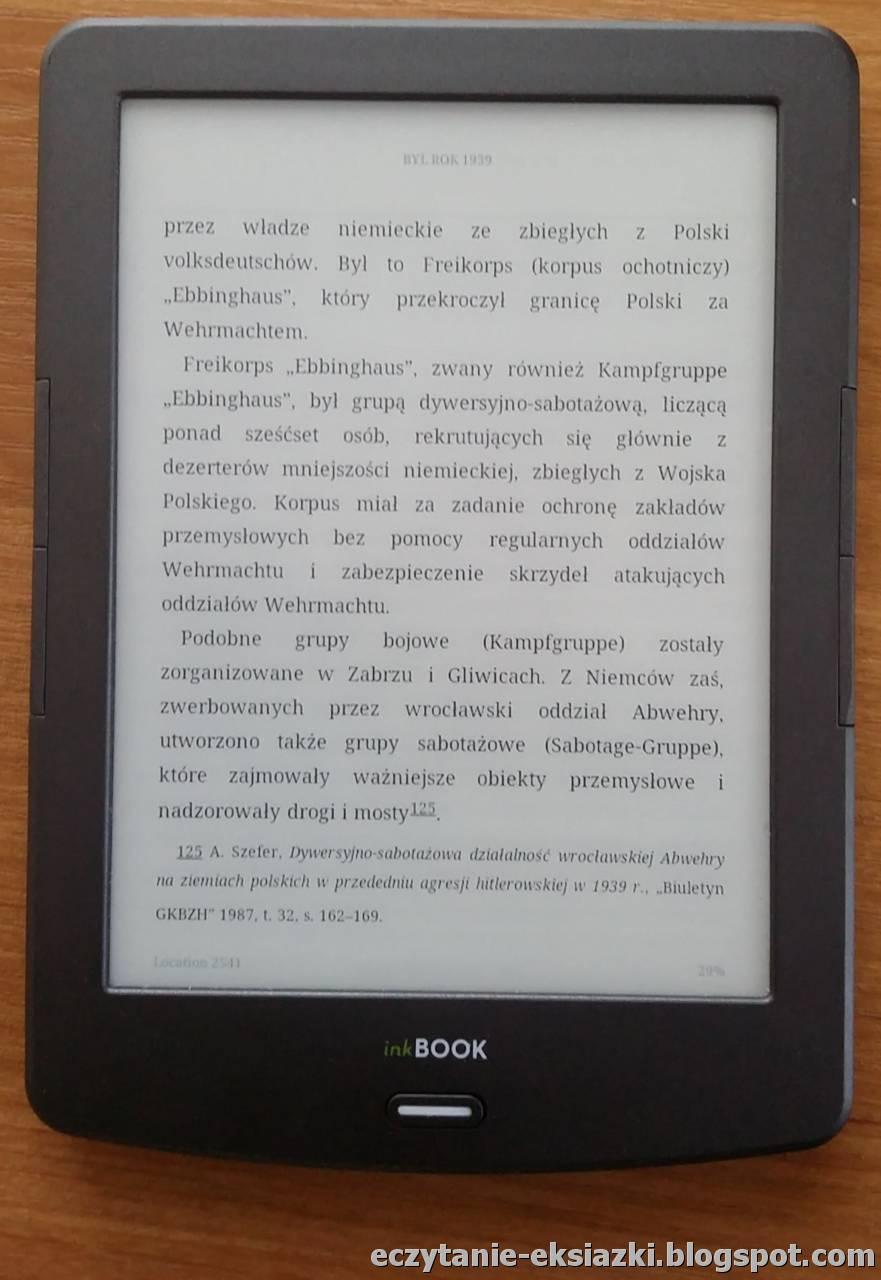 E-book w formacie mobi skopiowany po kablu do aplikacji Kindle. Jedyna dostepna czcionka to Droid Serif