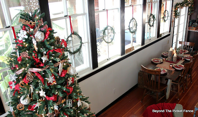 schoolhouse, Christmas wreath, DIY, Red ribbon, Christmas tree, woodland Christmas, http://bec4-beyondthepicketfence.blogspot.com/2015/12/12-days-of-christmas-day-11-how-to-make.html