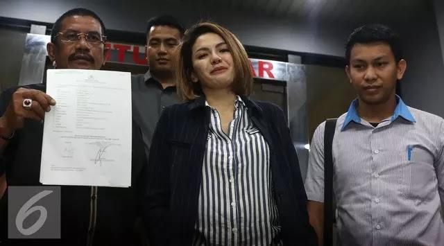 HOT!! Nikita Mirzani Resmi Laporkan Julia Perez ke Polisi