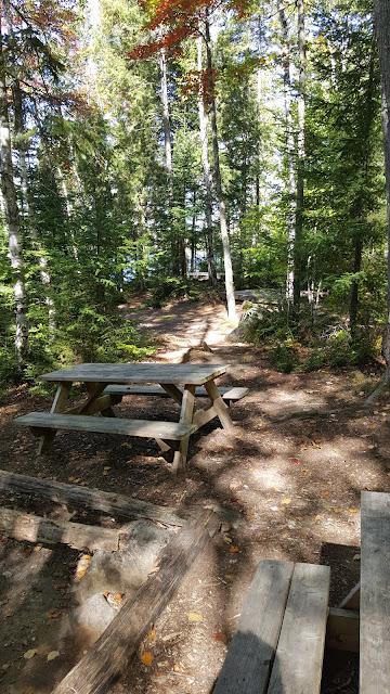 Camping rustique près du lac Nantel