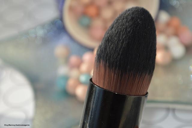 Brush Factory - multifunkcyjny kabuki w mini rozmiarze
