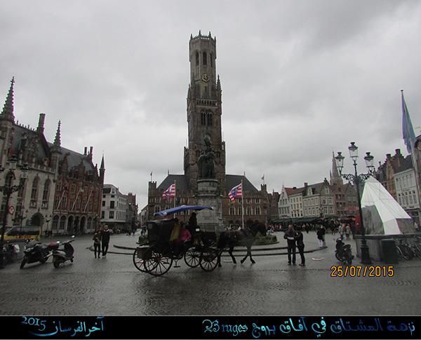 12005f5612c13 الساحة الرئيسية في المدينة Grote Markt ويظهر من خلفها برج الجرس.