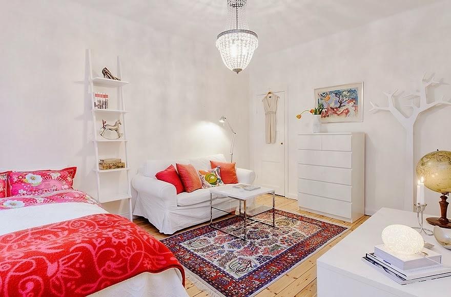 Radosne mieszkanko typu studio, wystrój wnętrz, wnętrza, urządzanie domu, dekoracje wnętrz, aranżacja wnętrz, inspiracje wnętrz,interior design , dom i wnętrze, aranżacja mieszkania, modne wnętrza, małe wnętrza, kawalerka, małemieszkanie, białe wnętrza, styl skandynawski, biały salon,