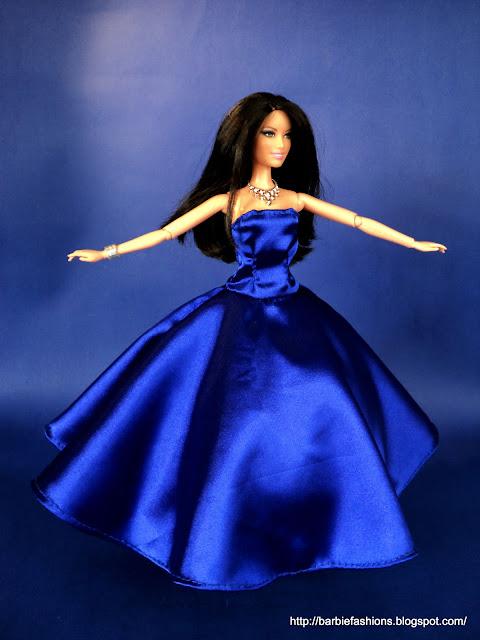 Suknia z koła na krynolinie