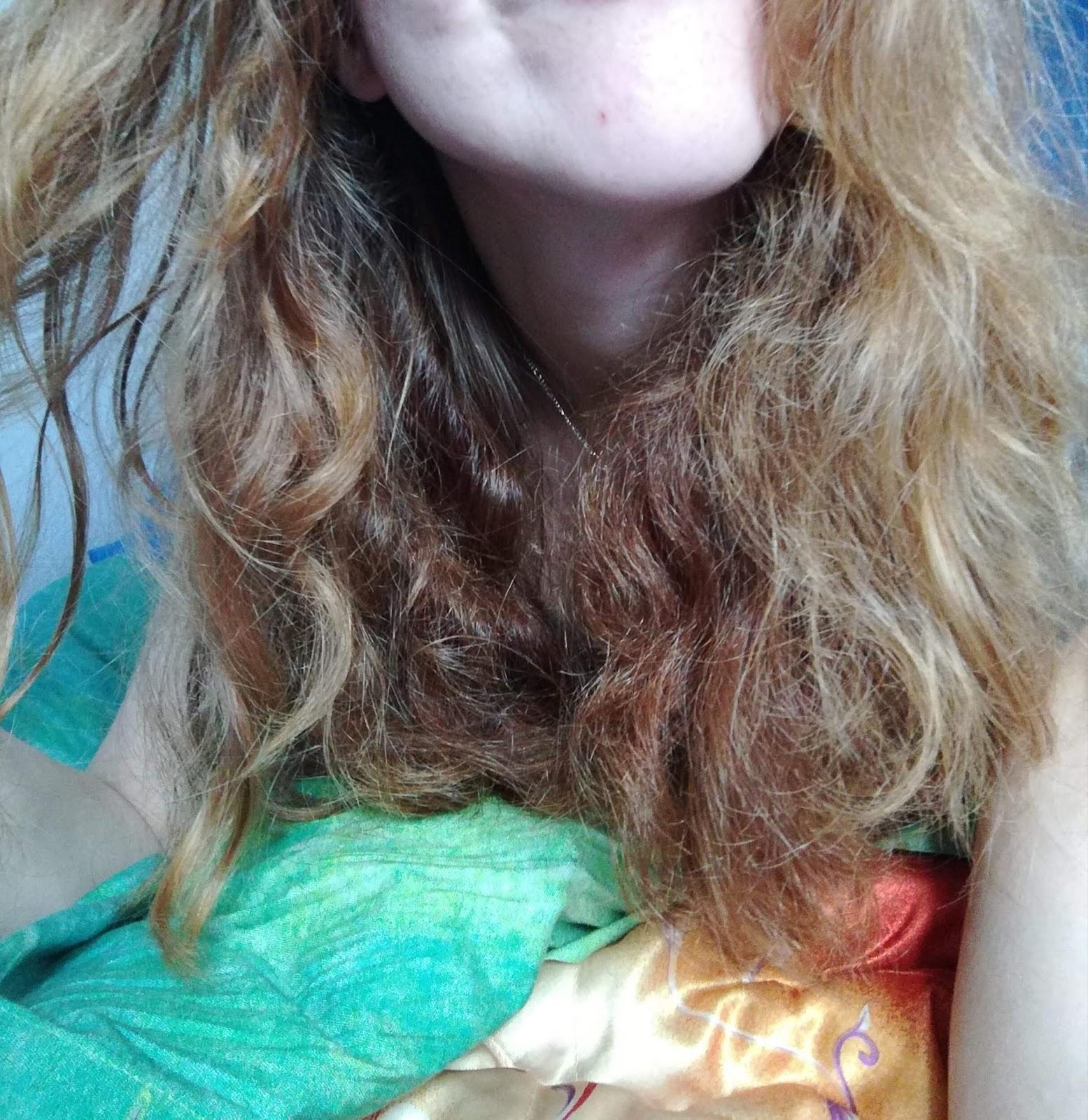 Pielęgnacja włosów Moniki - gęste włosy kręcone, bardzo mocno przesuszone