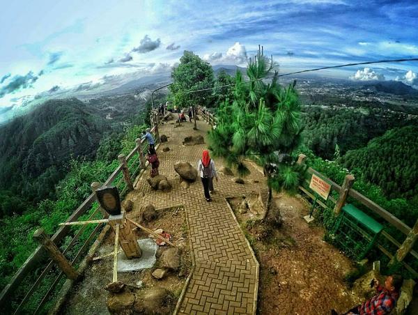 Wisata Bandung Barat Tebing Keraton