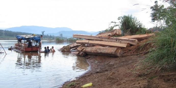 Gia Lai: Truy bắt gỗ lậu, 3 kiểm lâm bị chém, 1 lâm tặc thiệt mạng