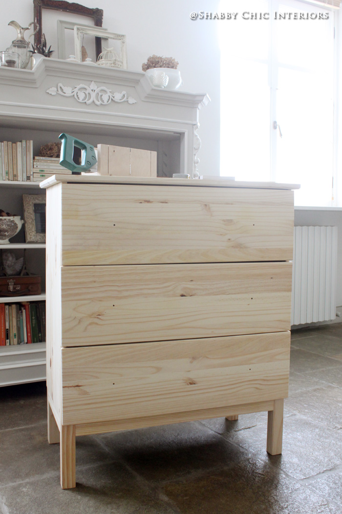 Restyling di una cassettiera ikea shabby chic interiors for Battiscopa ikea