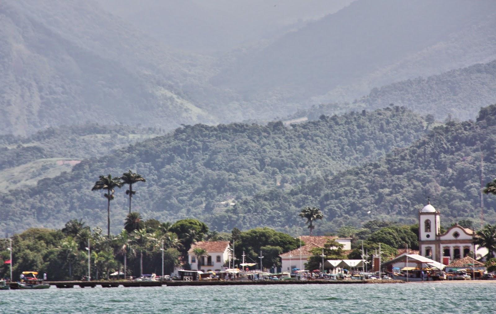 Igreja de Santa Rita, em Paraty, vista do mar
