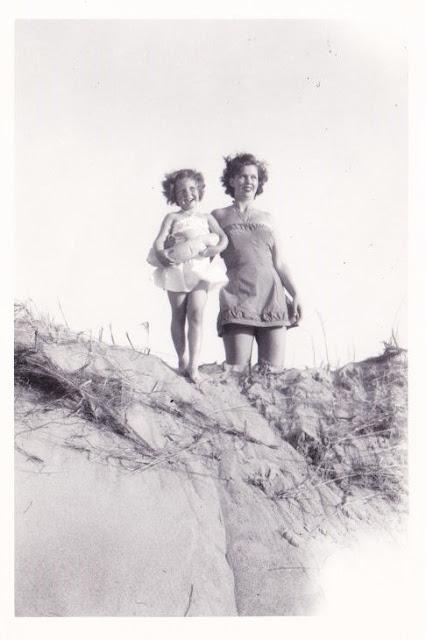 Mother, Daughter, Beach, Plum Island, Ipswich, Massachusetts, sand, sand dune, b&w, black &white, photo