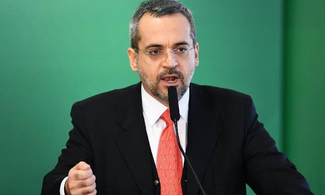 """Filmar professores não é para """"criar um clima de caça às bruxas"""", diz ministro da Educação"""