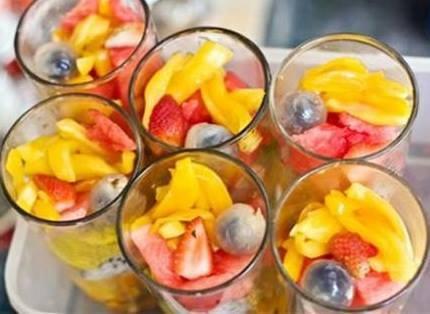 Cách làm sinh tố hoa quả dầm