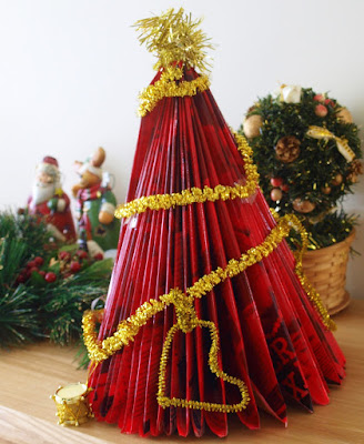 folded paper christmas tree craft for kids