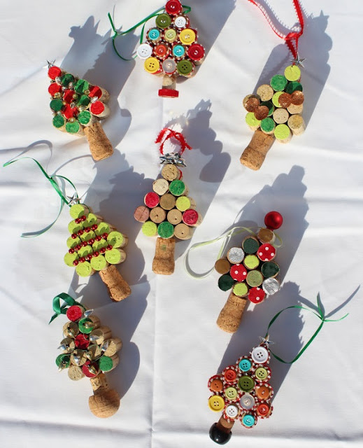 http://wonderfuldiy.com/wonderful-diy-christmas-tree-ornaments-using-wine-corks/
