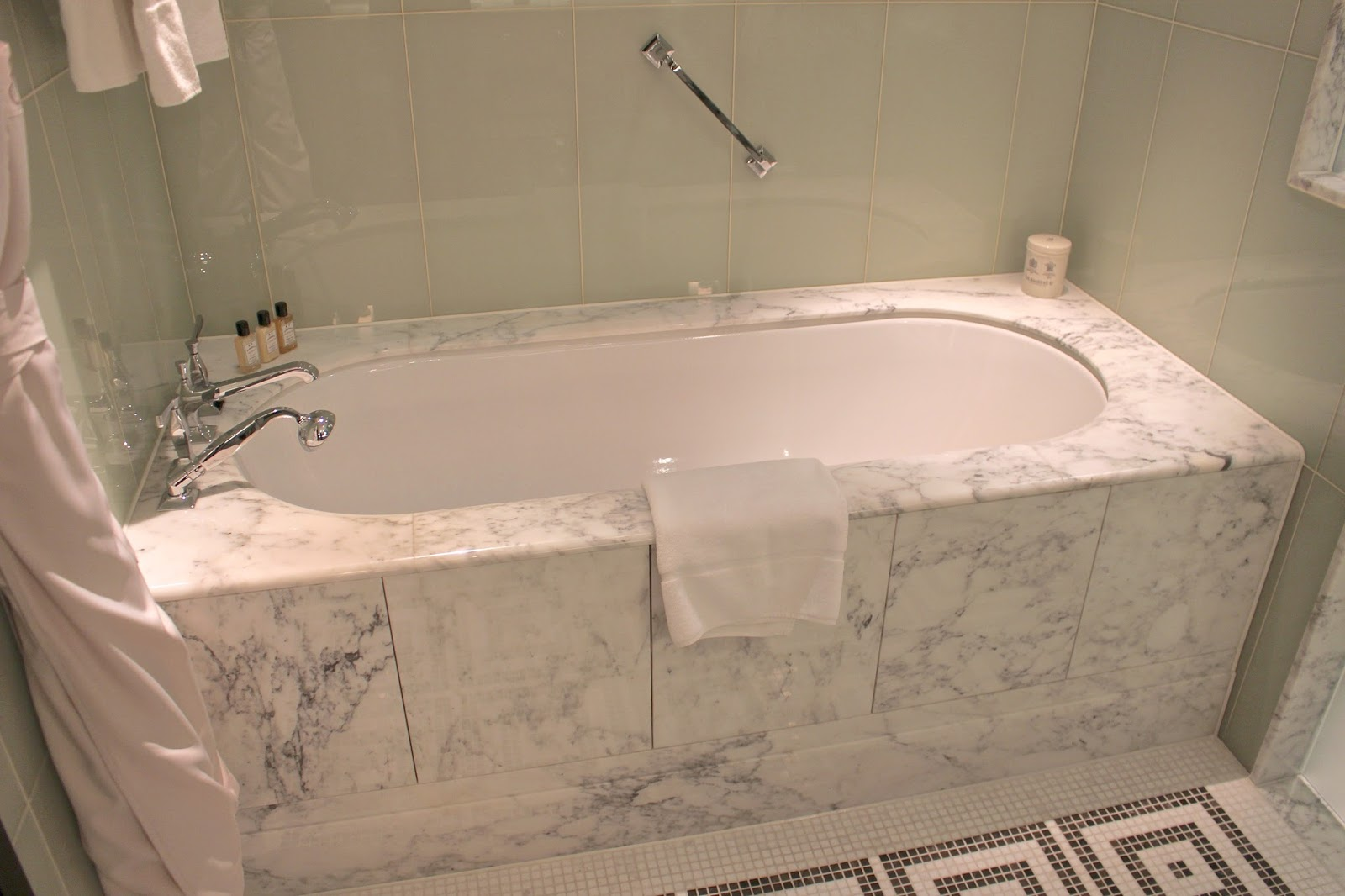 marble bath at the beaumont hotel