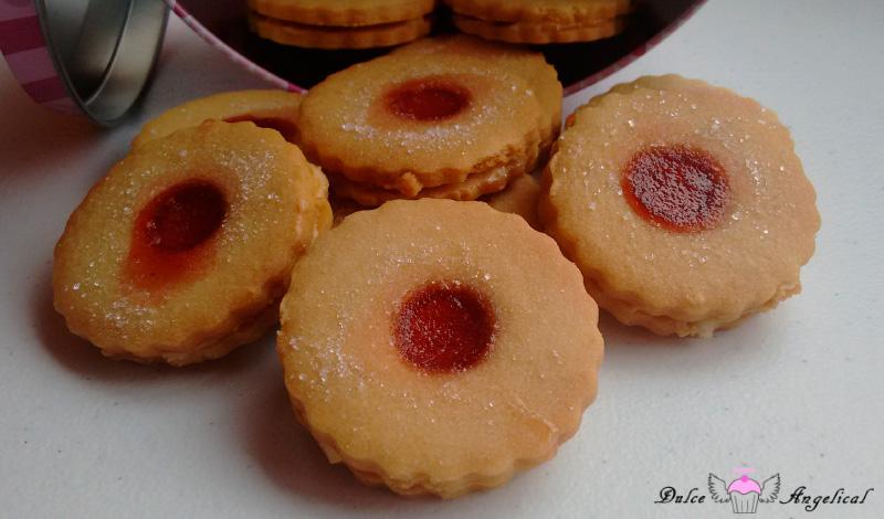 Deliciosas galletas Jammie dodgers rellenas de vainilla caseras