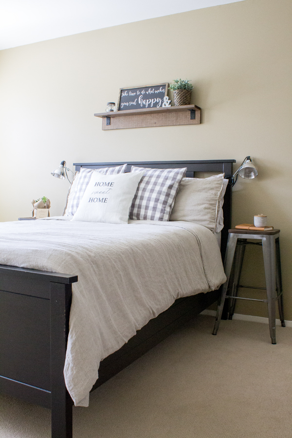 Decorating ideas for an industrial farmhouse guest bedroom. A room makeover reveal with rustic industrial decor and a touch of farmhouse style.