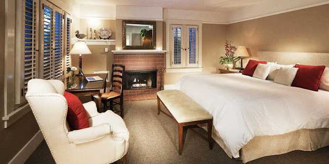 The Upham Hotel in Santa Barbara blends convenience and comfort two blocks from downtown shops, cafes and fine dining. Visit Louie's California Bistro on the ground floor for luncheons or fine dining. The beaches overlooking the Channel Islands and migrating dolphins is just one mile down the road.