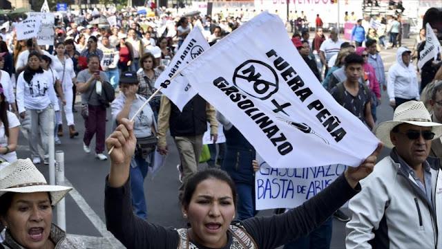 """""""Fuera Peña"""" marca la protesta de mexicanos contra gasolinazo"""