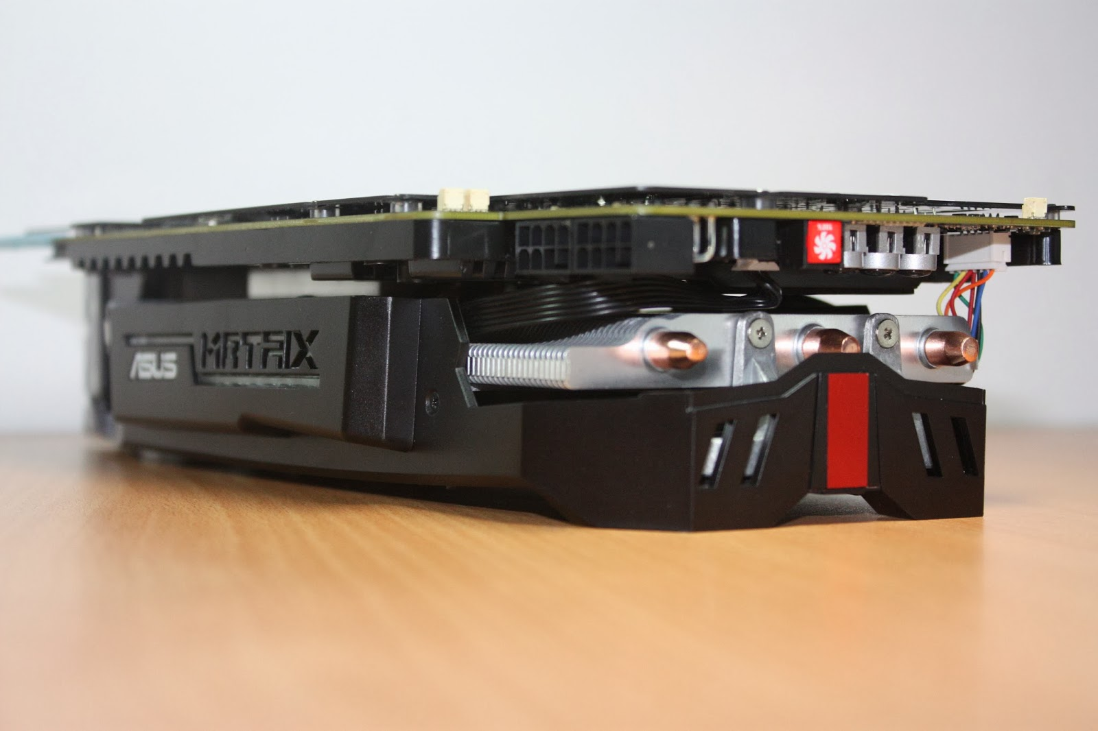 Graphics: [IMAGE HEAVY] Photoshoot of the ASUS Radeon R9