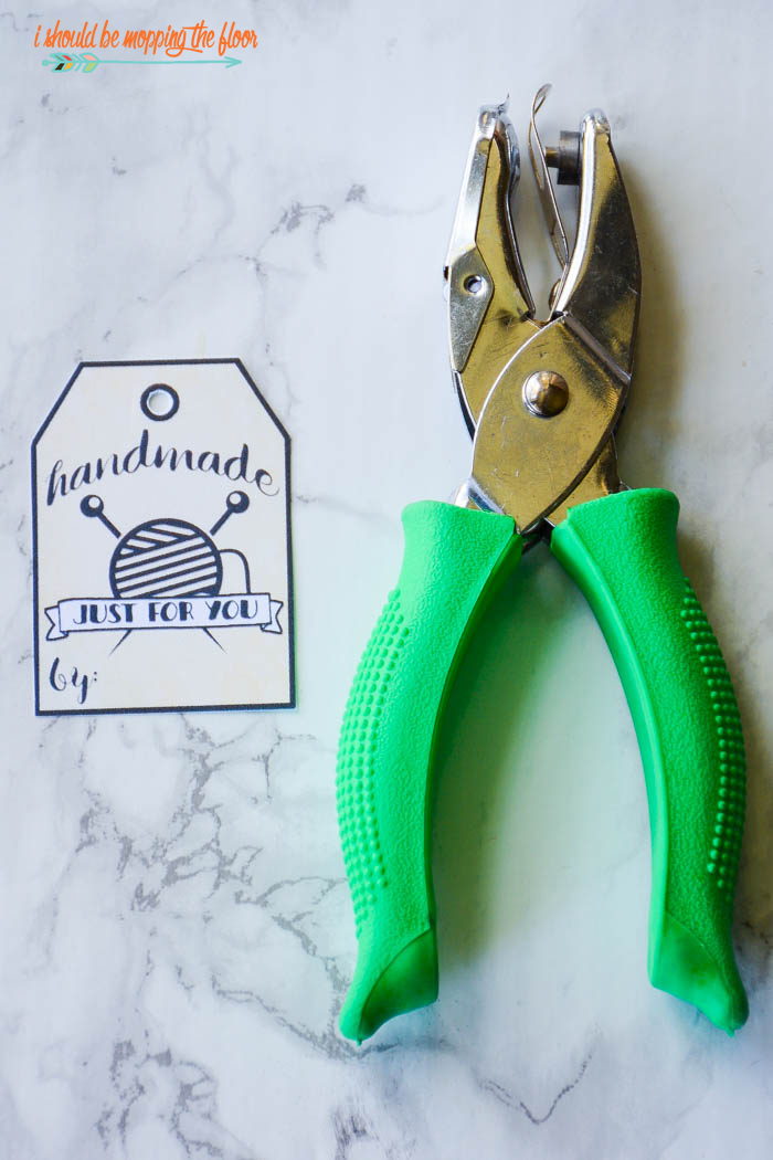 Free Printable Handmade Tags | These tags are perfect for all handmade items. They come in four varieties (sewing machine, pin cushion, spool of thread, knitting needles). Instant download. Great for use in handmade shops.