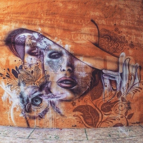 04-Aqi Luciano-Street-Art-Paintings-with-Expressions-that-Talk-www-designstack-co