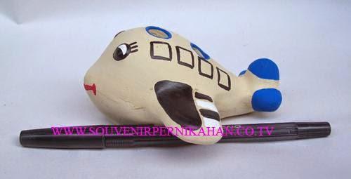 souvenir tempat pensil berbentuk pesawat lucu