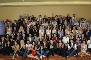 Más de 1.500 actores, músicos, dirigentes políticos, deportistas y periodistas asistieron al evento conducido por Fátima Flores y Dady Brieva en el hotel Meliá para celebrar la llegada del turismo a La Feliz.