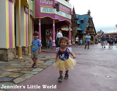 Small children at Disneyworld
