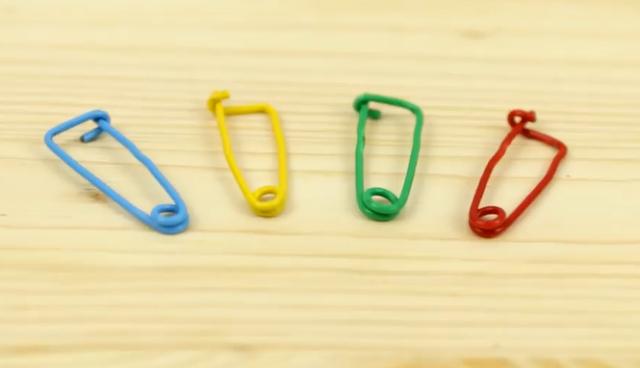 Buat peniti dari paper clips