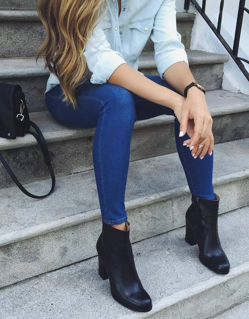 trendy outfit idea / shirt + skinny jeans + boots + crossbody bag