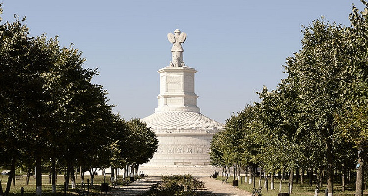 Tropaeum Traiani,un monument ridicat în cinstea împăratului roman Traian.