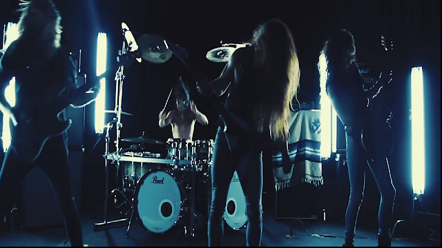 skull fist nuevo videoclip you belong to me disco way of the road