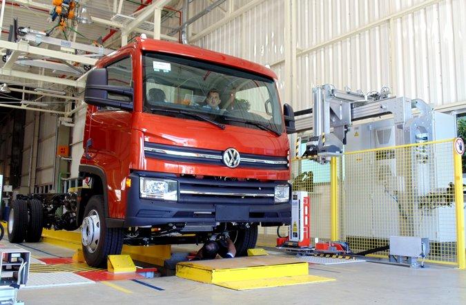 Produção de caminhões cresce 29% em setembro
