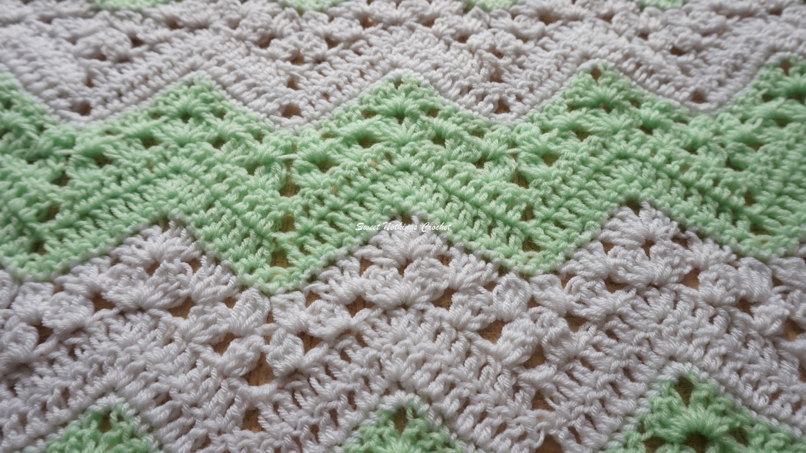 Sweet Nothings Crochet: BEAUTIFUL CHEVRON CRADLE COVER