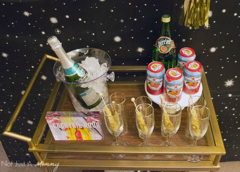 How To Host A Girls' Oscar Night Out Viewing Party; serve a easy champagne cocktail