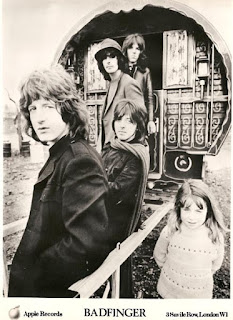 promo photo with girl (Apple) used on ads for 1st U.S. Tour
