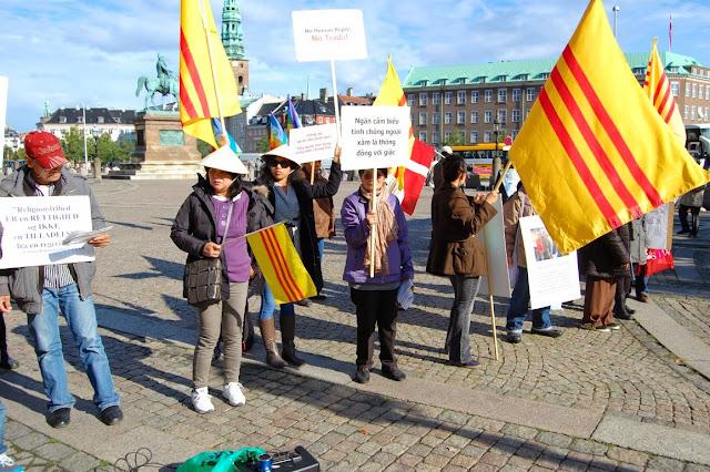 Biểu Tình chống VC Trương Tấn Sang đến Đan Mạch (Denmark)