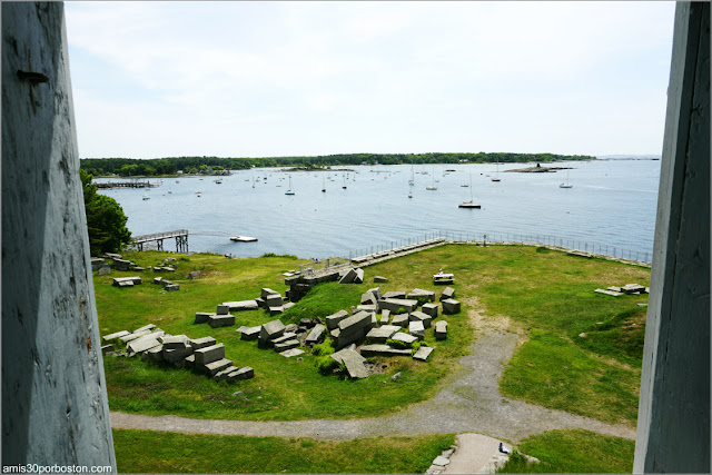 Vistas desde el Interior del Block House en el Fort McClary State Historic Site en Kittery, Maine