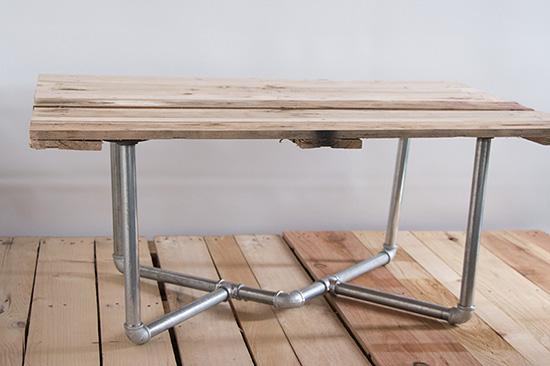 kreasi meja unik menggunakan pipa besi