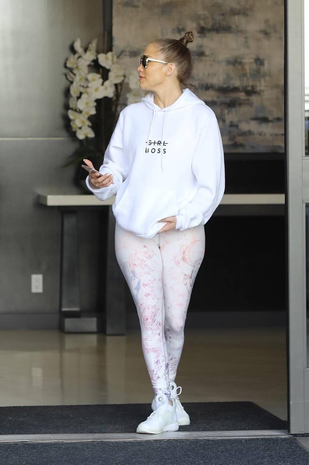 Jennifer Lopez in Leggings