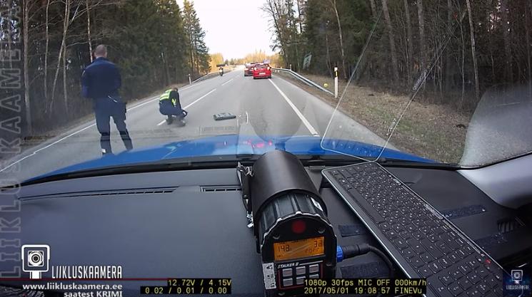 Δες τον απίστευτο τρόπο με τον οποίο η αστυνομία ακινητοποίησε το όχημα ενός οδηγού που βρισκόταν υπό την επήρεια ναρκωτικών (Video)