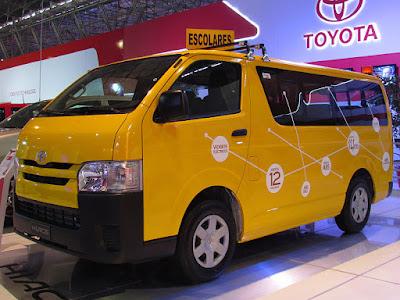 Toyota_Hiace_Commuter_2014_(14061210200)