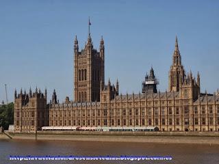Fachada del Parlamento desde el Westminster Bridge