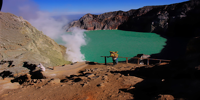 """Ijen Crater Morning Tour, visit to mount Ijen Crater in Banyuwangi which we know is """"Kawah Ijen"""", at the time morning day visit to ijen crater volcano east java, it's good time to see the beauty of the lake, active volcano of Ijen crater and see direct traditional miners work every day in the ijen take the sulfur from crater, for by the tourist travel to ijen crater volcano, we offer tour services is ijen crater from bali, ijen crater  from Surabaya, ijen crater  from banyuwangi, beside in morning day the ijen itself has beauty of the lake, is also in the night day (ijen night tour), the ijen crater itself has uniqueness of  blue fire ( blue flame),  in Indonesia mention it (api biru ) which is because the outburst gas from active volcano Ijen sulphur containing methane gas, so it produces blue fire, and the occurrence of blue fire ijen only at night day (ijen blue fire tour). Ijen tour price in morning day at the time normaly day is : Rp. 525.000/person. At the time is weekend the price is differend, ijen crater, ijen crater tours, ijen Tour Package, kawah ijen tours, ijen tour and travel banyuwangi, ijen volcano tour, ijen volcano Indonesia, ijen volcano from banyuwangi, ijen travel, kawah ijen banyuwangi, kawah ijen tour, kawah ijen trip, ijen crater tour, ijen crater blue fire, ijen crater guesthouse, ijen crater tour from banyuwangi, ijen crater tour bali, ijen crater tour price, ijen crater night tour, kawah ijen night, ijen blue fire, bluefire ijen crater, blue fire ijen tour , blue fire kawah ijen, ijen blue flame tour, blue flame gunung ijen, blue flame sulphur ijen, blue flame gunung ijen, blue flame kawah ijen volcano."""